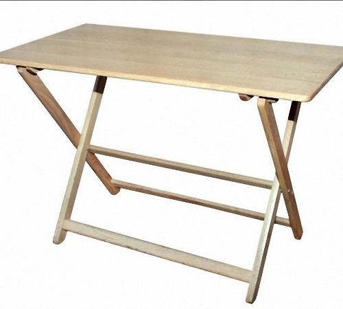 széles szalaggal ellátott asztal