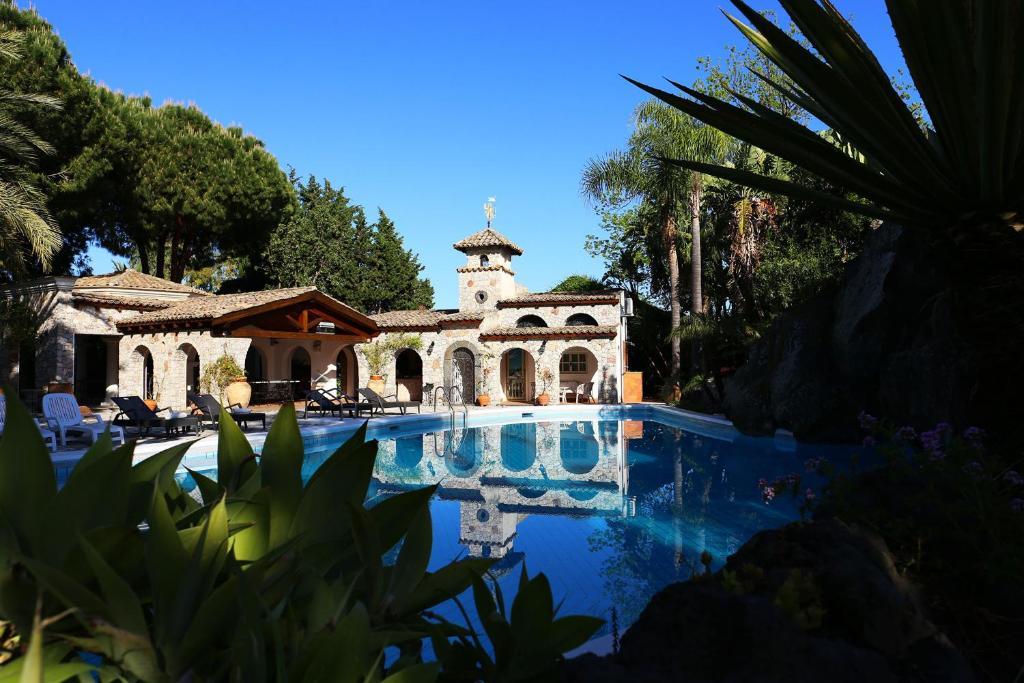 villa giardini naxos