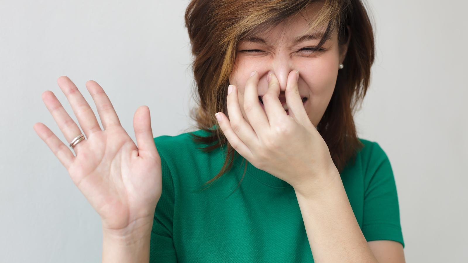 hogyan kell kezelni a gyomor okozta rossz leheletet