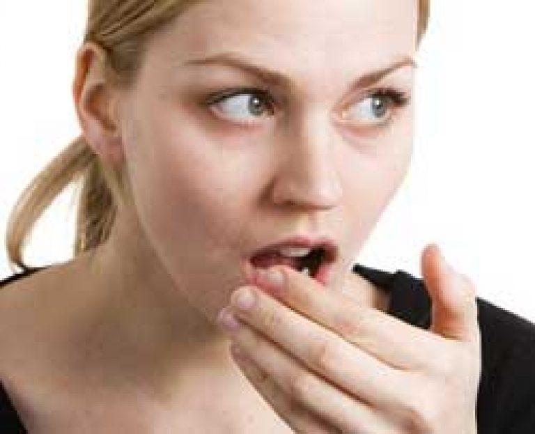 szomjúság és aceton szaga a szájból