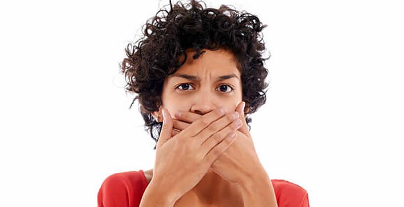 mitől válik ki a szájból a rossz lehelet