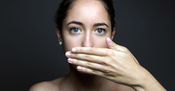 női szájszag okozza