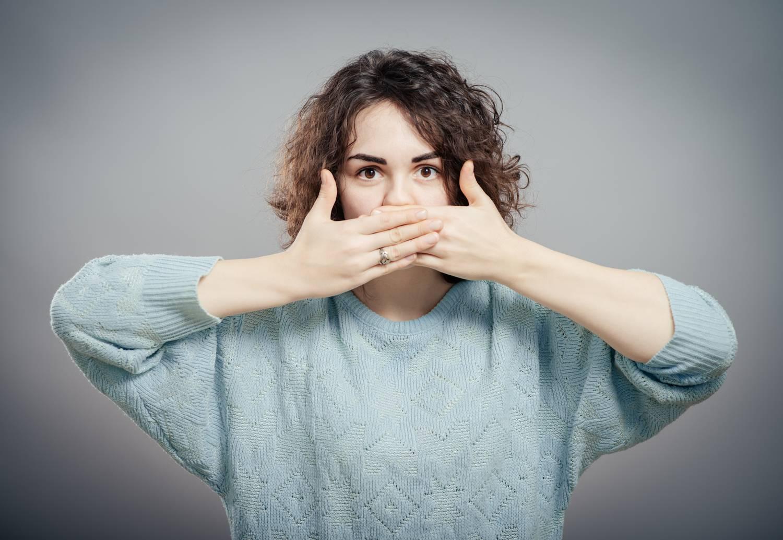 gennyszag a szájból okokat és kezelést