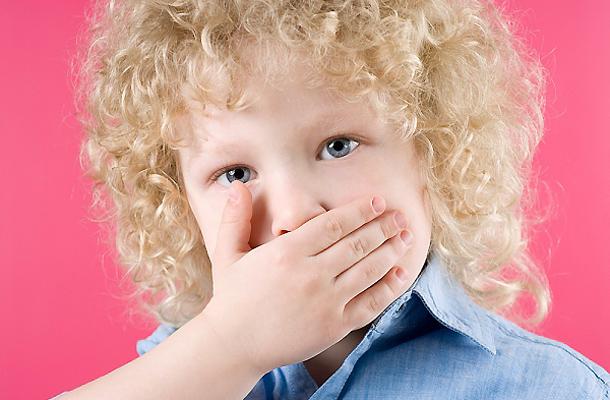 A fehér csomók okai a szájban kellemetlen szaga - Csomók a szájból szaggal