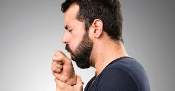 Az orsóféreg-fertőzés tünetei felnőtt és kölyökkutyáknál