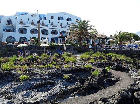 grand hotel arathena rocks giardini naxos)